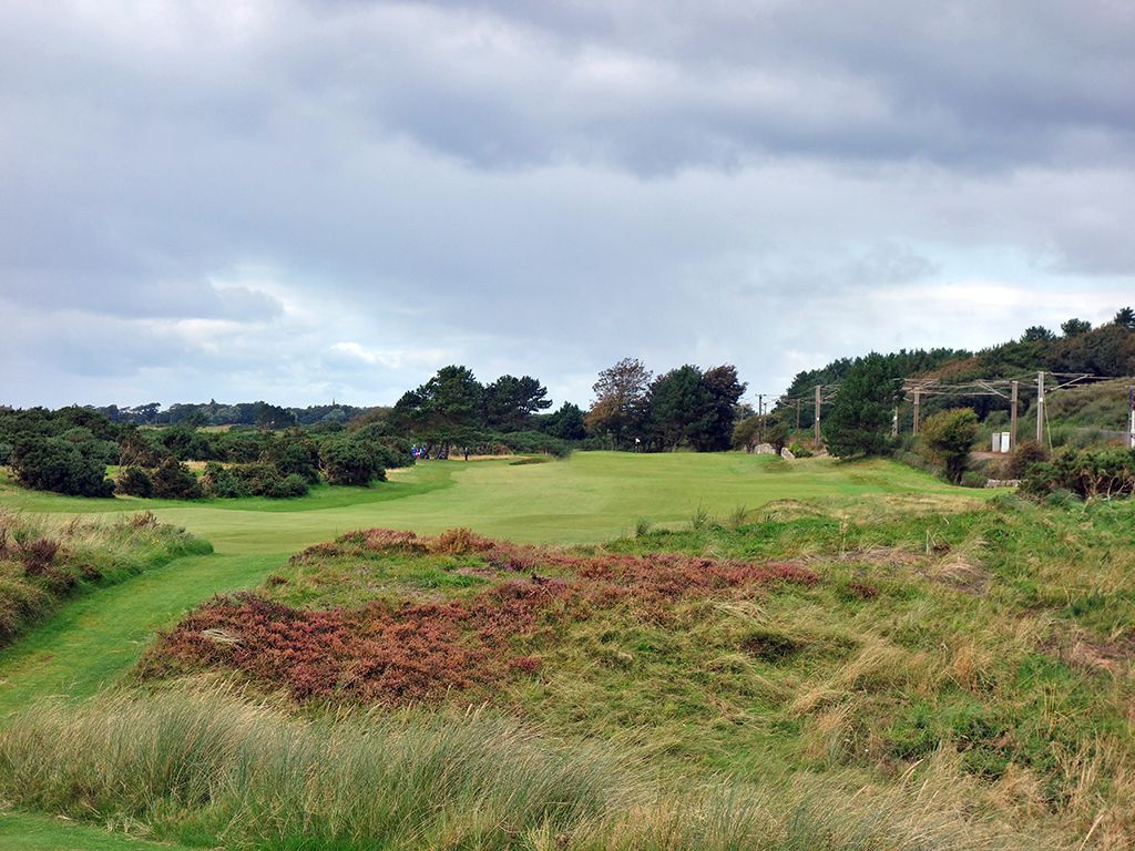 11th (The Railway) Hole at Royal Troon Golf Club (Old) (483 Yard Par 4)