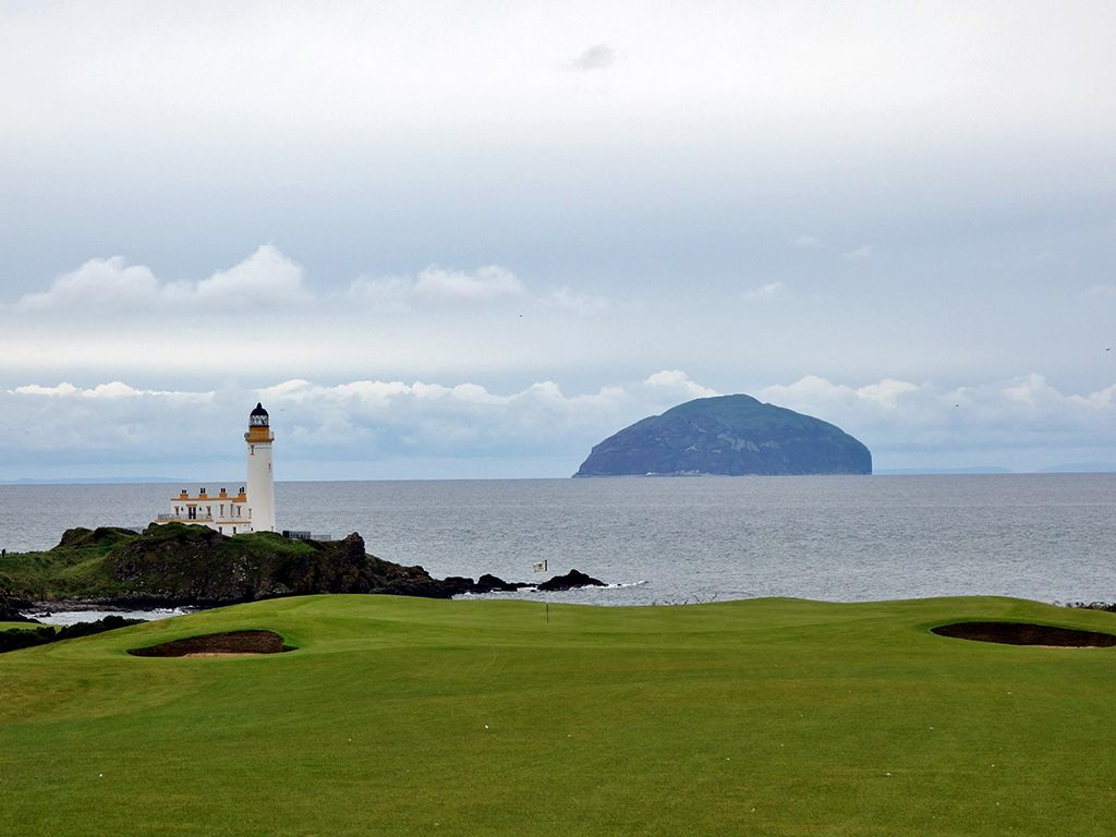 8th Hole at Trump Turnberry (King Robert the Bruce) (534 Yard Par 5)