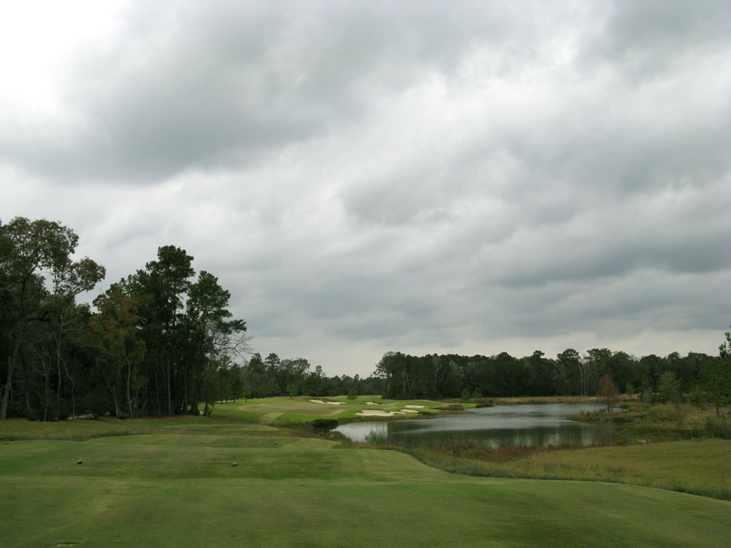 7th Hole at The Club at Carlton Woods (Fazio) (307 Yard Par 4)
