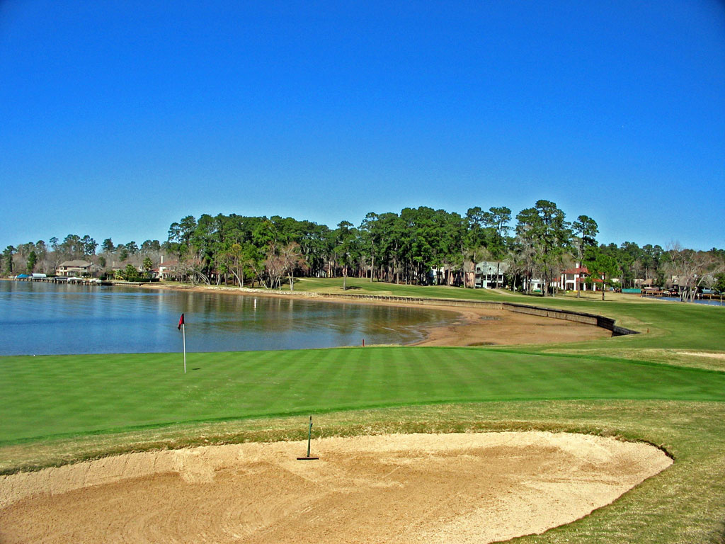 11th Hole at Walden at Lake Conroe (582 Yard Par 5)
