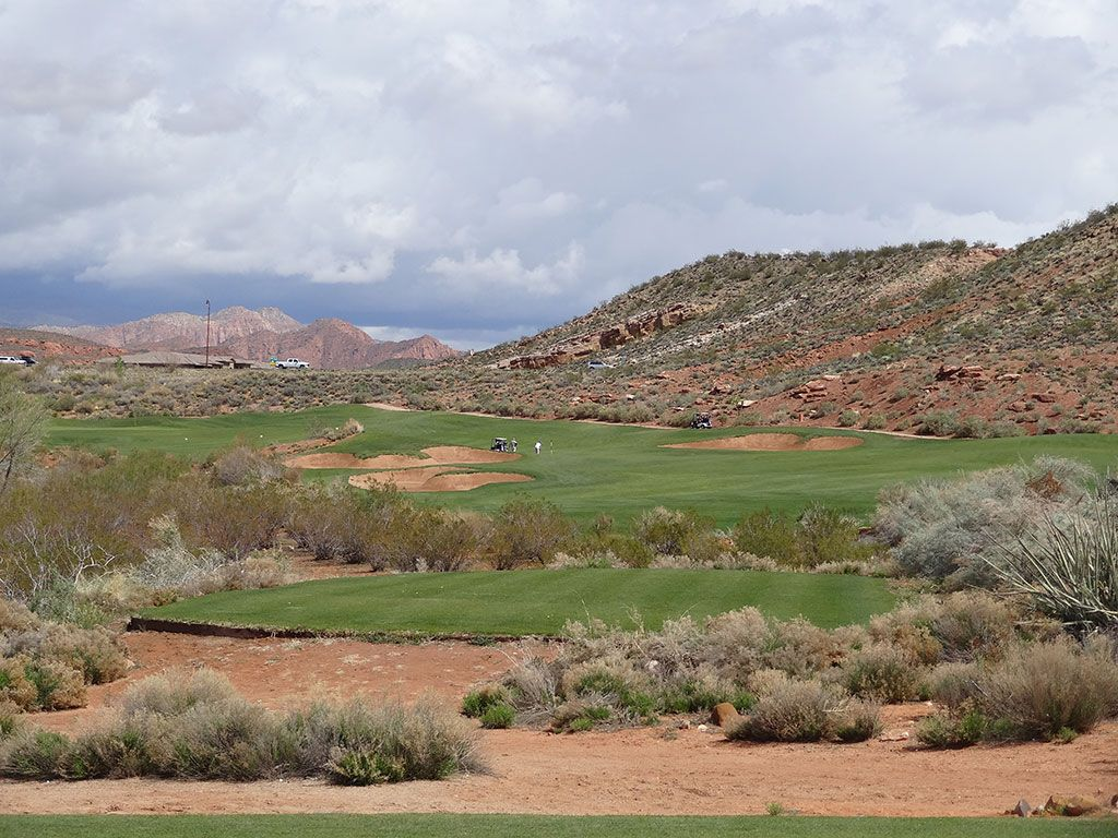 7th Hole at Coral Canyon Golf Course (480 Yard Par 4)