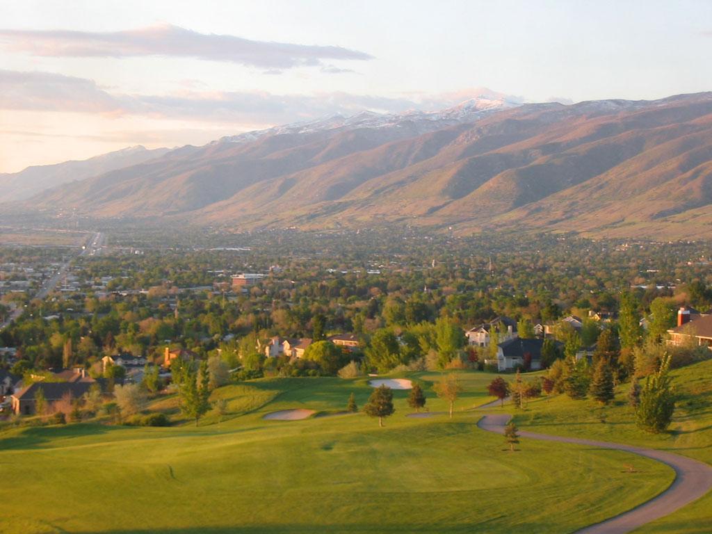 13th Hole at Eaglewood Golf Course (444 Yard Par 4)