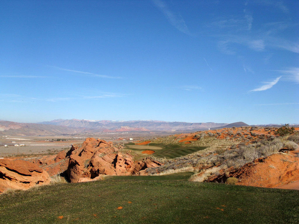 15th (Devil's Throat) Hole at Sand Hollow Resort (230 Yard Par 3)