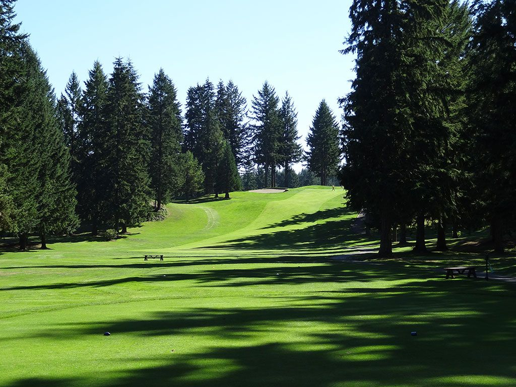12th Hole at Gold Mountain (Cascade) (341 Yard Par 4)