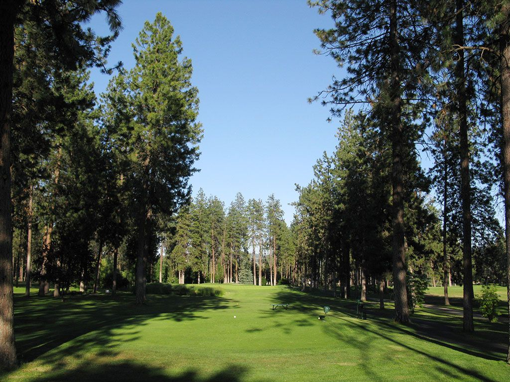 12th Hole at Manito Golf and Country Club (182 Yard Par 3)