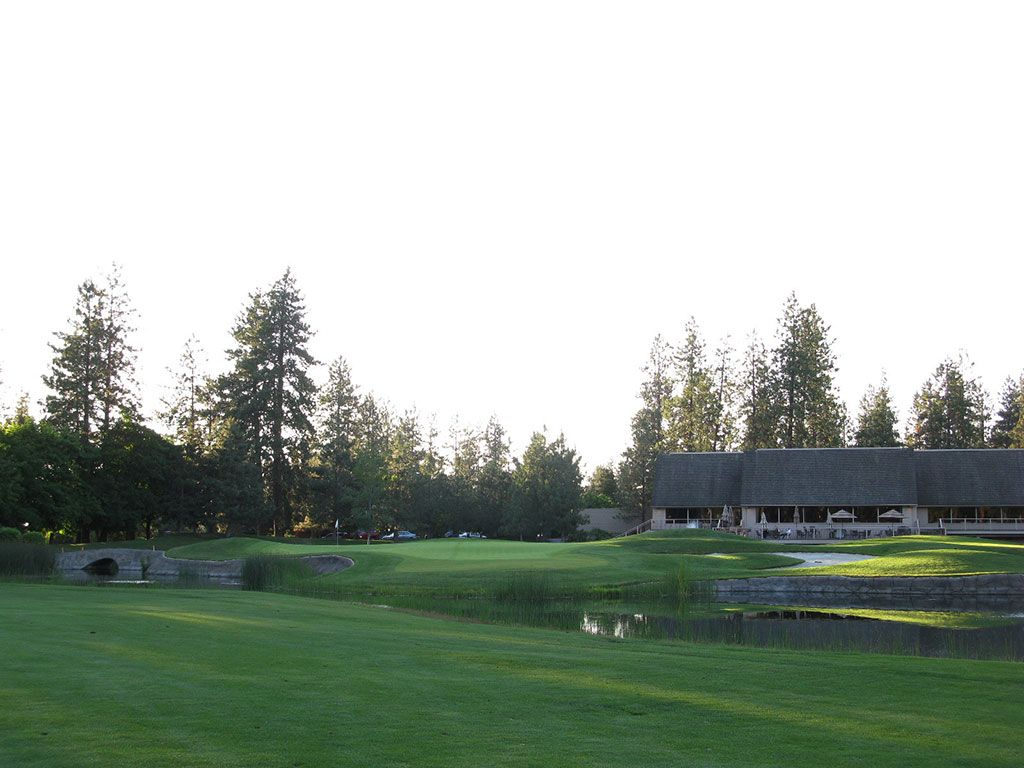 18th Hole at Manito Golf and Country Club (351 Yard Par 4)