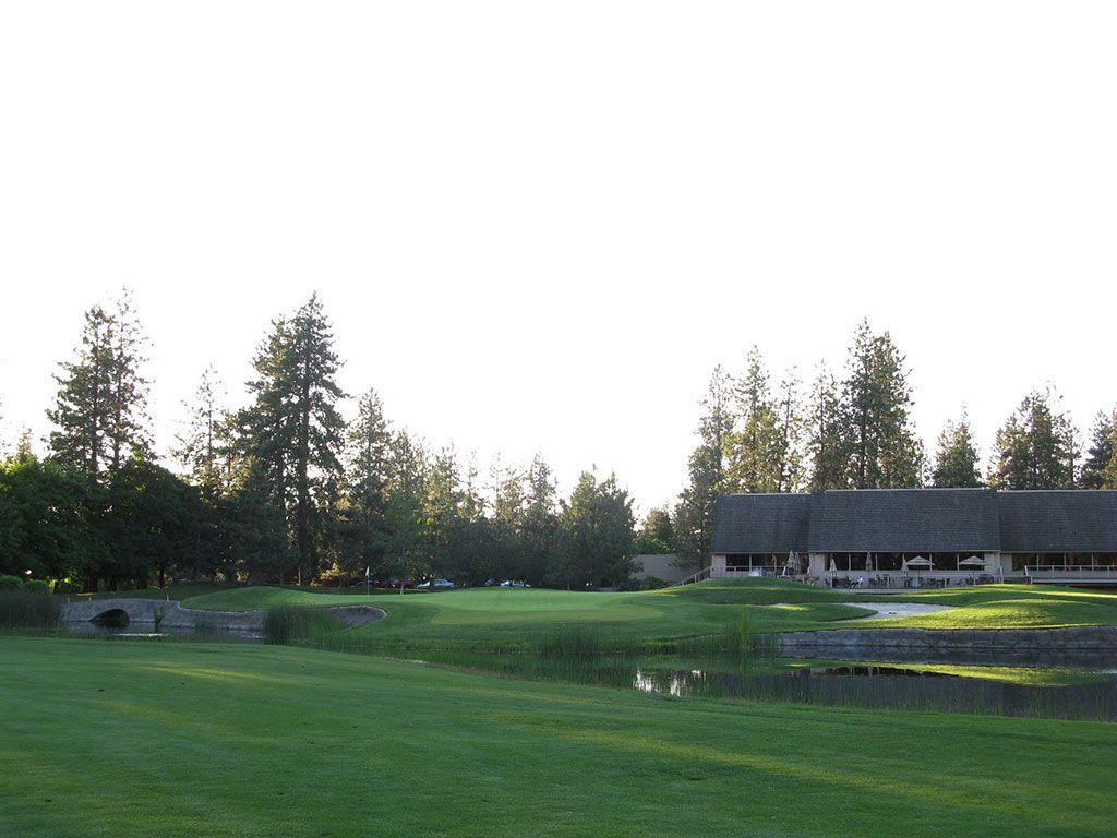18th Hole at Manito Country Club (351 Yard Par 4)