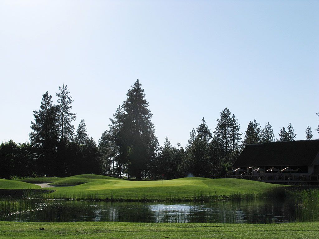 9th Hole at Manito Golf and Country Club (384 Yard Par 4)