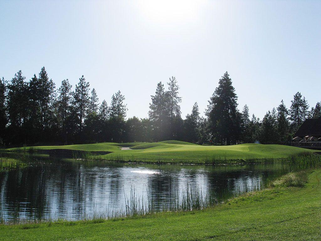 9th Hole at Manito Country Club (384 Yard Par 4)