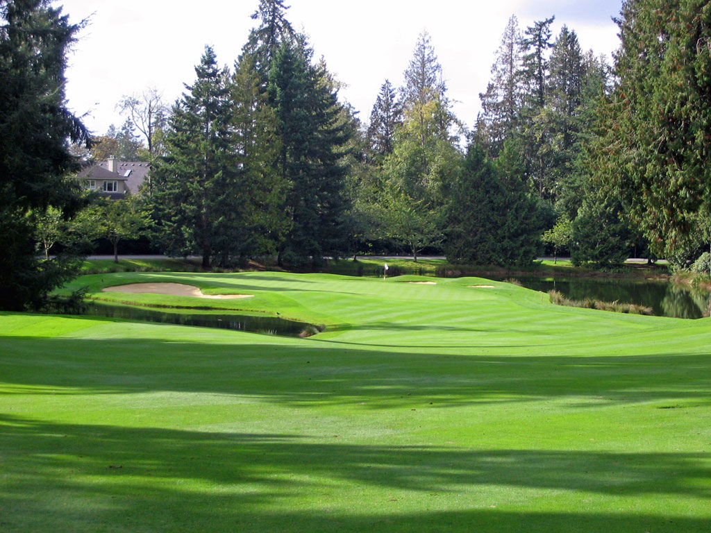10th Hole at Sahalee (401 Yard Par 4)
