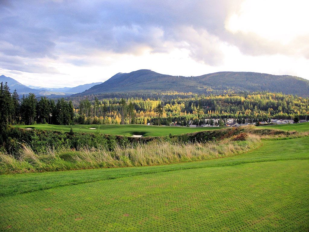 14th Hole at The Club at Snoqualmie Ridge (448 Yard Par 4)
