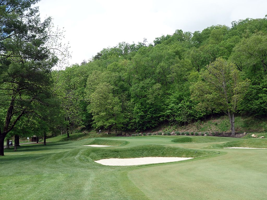 9th (Punchbowl) Hole at The (Old White TPC) Greenbrier (413 Yard Par 4)