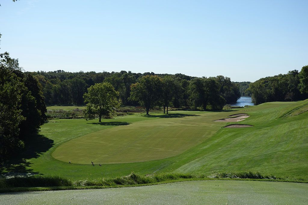 10th Hole at Milwaukee Country Club (484 Yard Par 5)